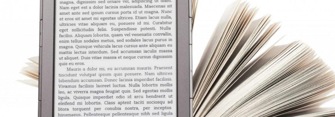Tablet davanti a libro carteceo